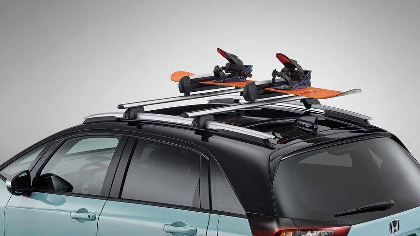 Detailný záber na držiak lyží a snowboardov pre model Honda Jazz Hybrid