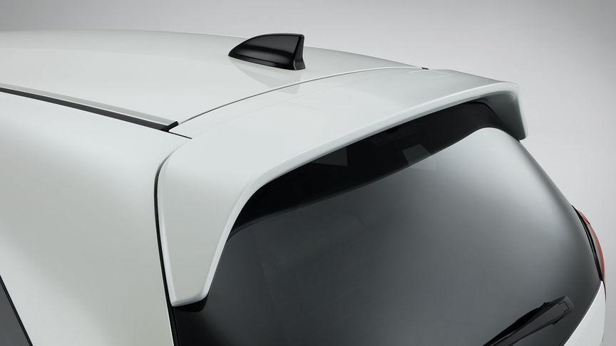 Detailný záber na spojler dverí batožinového priestoru modelu Honda Jazz Hybrid.