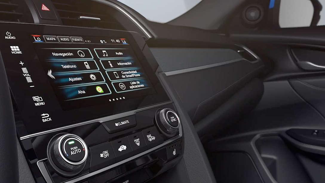 Detailný pohľad na obrazovku systému Honda Connect vozidla Honda Civic Sedan.