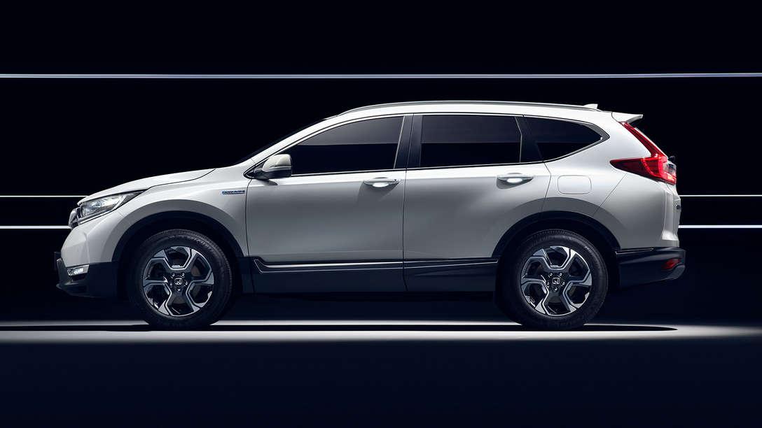 Pohľad zboku na model Honda CR-V Hybrid.