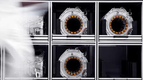 Pohľad spredu na jednotku motora s priamym náhonom modelu NSX