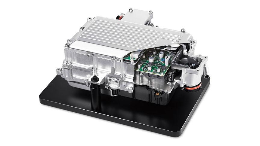Detailný záber na motor riadiacu jednotku PCU (riadiaca jednotka) hybridného systému Honda.