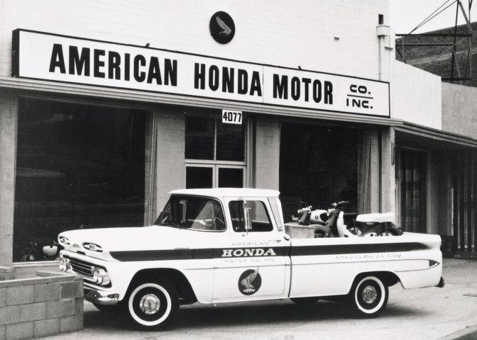 Prvý obchod Honda vAmerike.