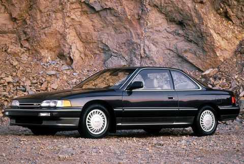 Pohľad zboku na kupé Honda Acura Legend.