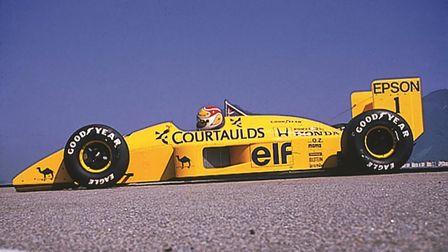 Pohľad zboku na automobil Lotus Honda Formula One.