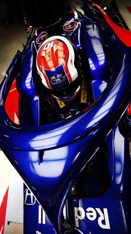 Detailný záber na automobil Honda Toro Rosso spilotom.