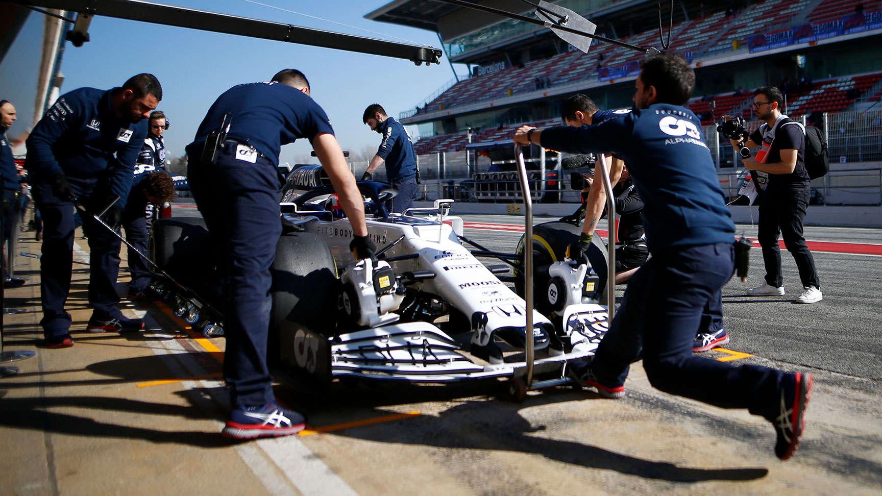 Pretekárske vozidlo s tímom Scuderia Toro Rosso.