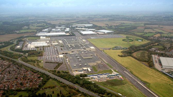 Letecký záber na továreň Honda vmeste Swindon.