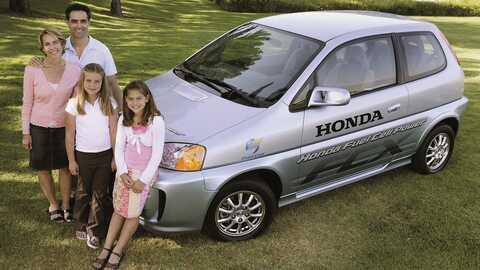 Prvá rodina kupujúca Hondu FCX.