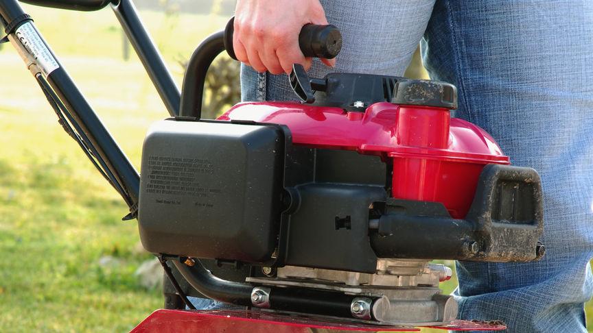Mikrokultivátory Honda, priblížený pohľad s dôrazom na rúčku.