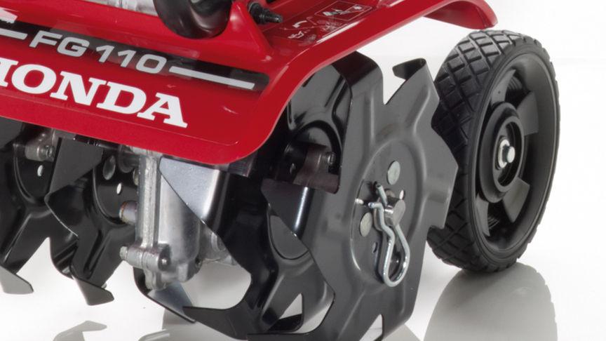 Mikrokultivátory Honda, priblížený pohľad s dôrazom na kolesá.